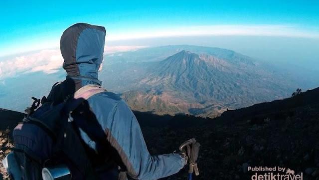 Gunung Batur dari kejauhan.