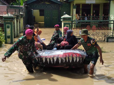 Marinir Kerahkan Perahu Karet