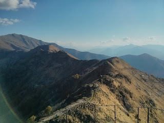 Hiking on the edge on Italian Alps