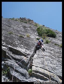 Escalando Capricornio, pared de Forronías