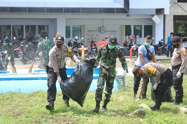 Bersihkan Area RSYA Tapaktuan, TNI/Polri dan Dinas Terkait,  Dukung Pemda Dalam Penangan Covid-19