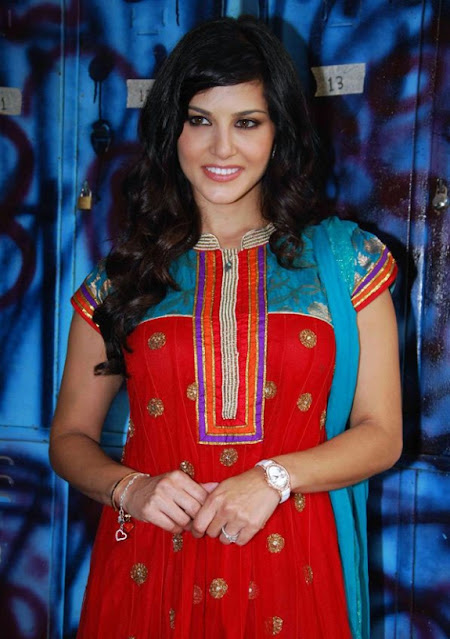 Bollywood Actress Sunny Leone Latest Pics Navel Queens