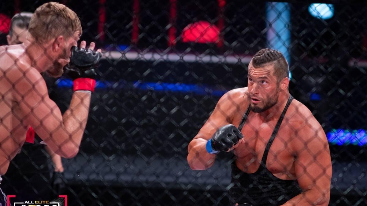 Luta de MMA no AEW Dynamite foi ideia de Wardlow