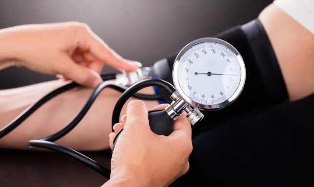 Bandingkan Gejala Hipertensi dan Hipotensi pada Tubuh Anda