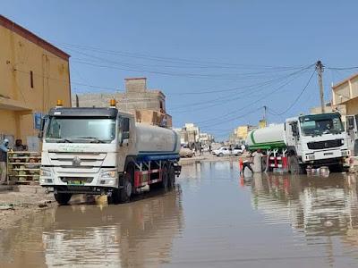 نواذيبو : وصول صهاريج الصرف الصحي لشفط مياه الأمطار..- صور