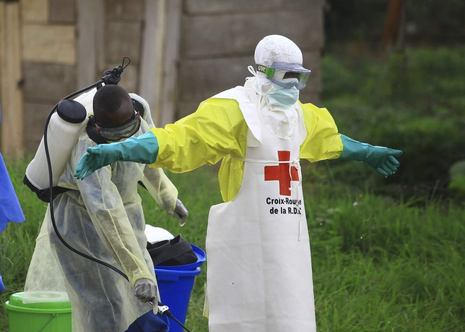 Ebola outbreak deaths top 1,000 in Congo amid clinic attacks