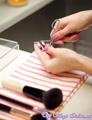 bersihkan sekalian alat makeup yang lain