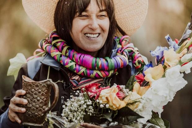 """Sonaly Tuesta presenta su libro """"Costumbres"""""""