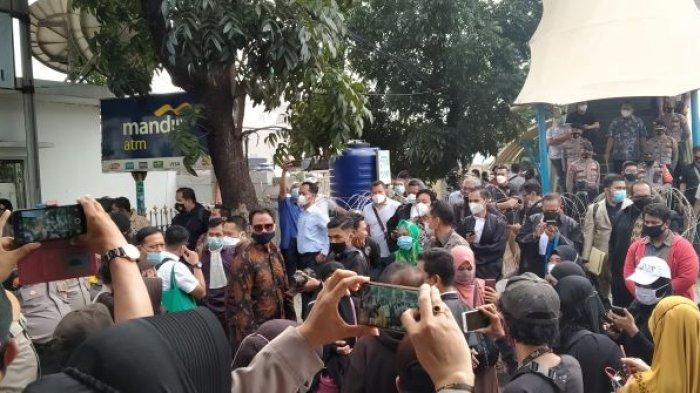 Kalau Tak Dibolehkan Masuk Lagi, Kubu Habib Rizieq Shihab Ancam Bakal Lakukan Ini di Luar Pagar Pengadilan