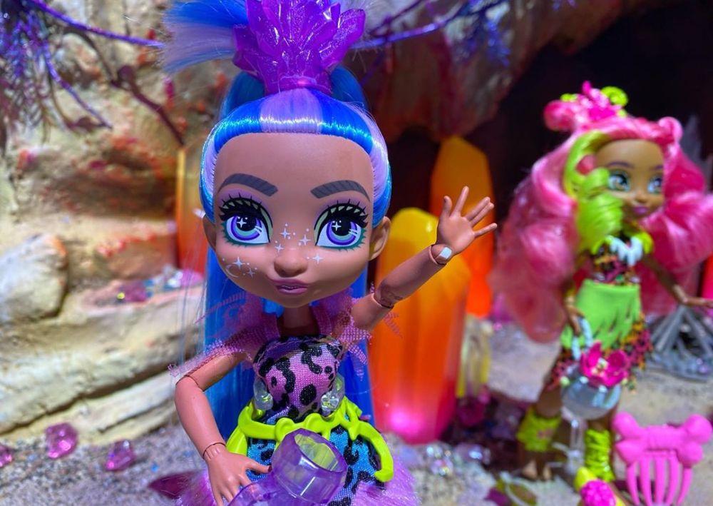 Кукла Cave Club Doll с голубыми волосами новинка 2020 года Mattel