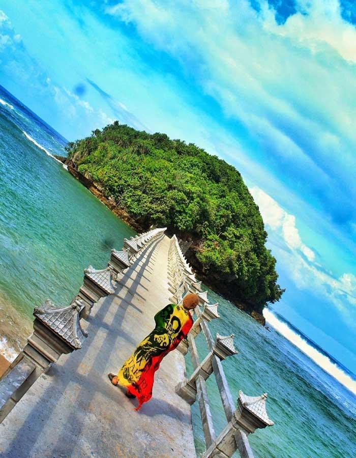 Fasilitas Wisata Jembatan Panjang Beach