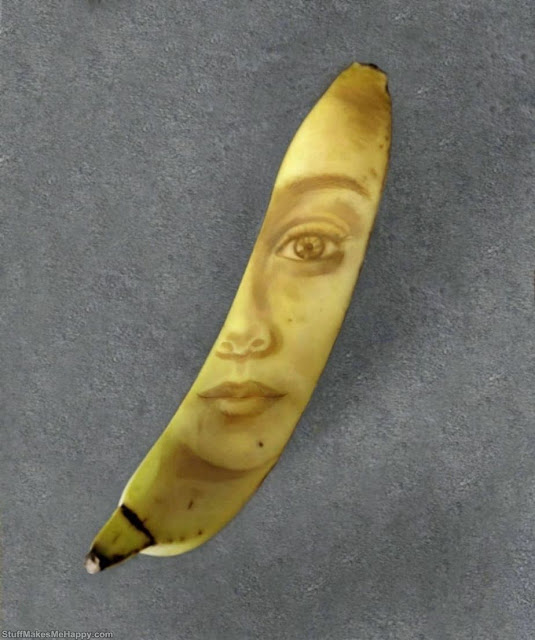 She Draws On Bananas by Making Their Skin Brown in A Natural Way