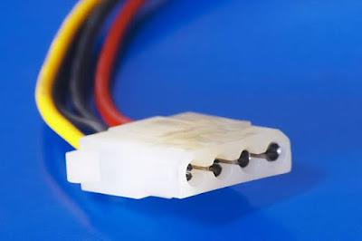 Jenis dan fungsi dari macam-macam kabel penghubung pada power supply Komputer