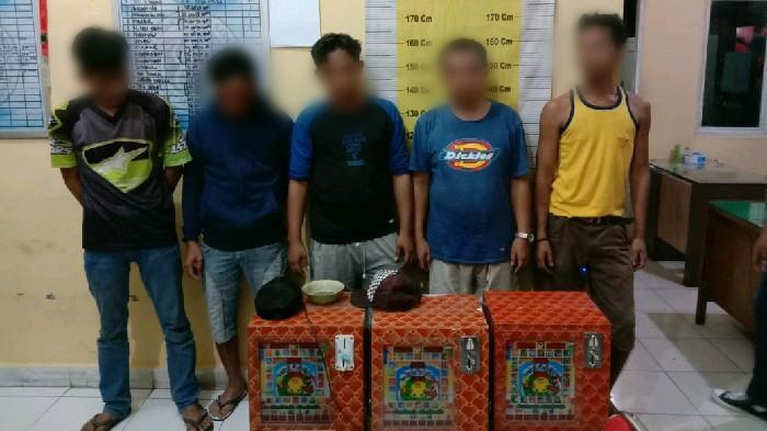 Grebek 'Kampung' Narkoba di Jampul Timsus Satnarkoba Amankan 3 Unit Jackpot dan 5 Pelaku