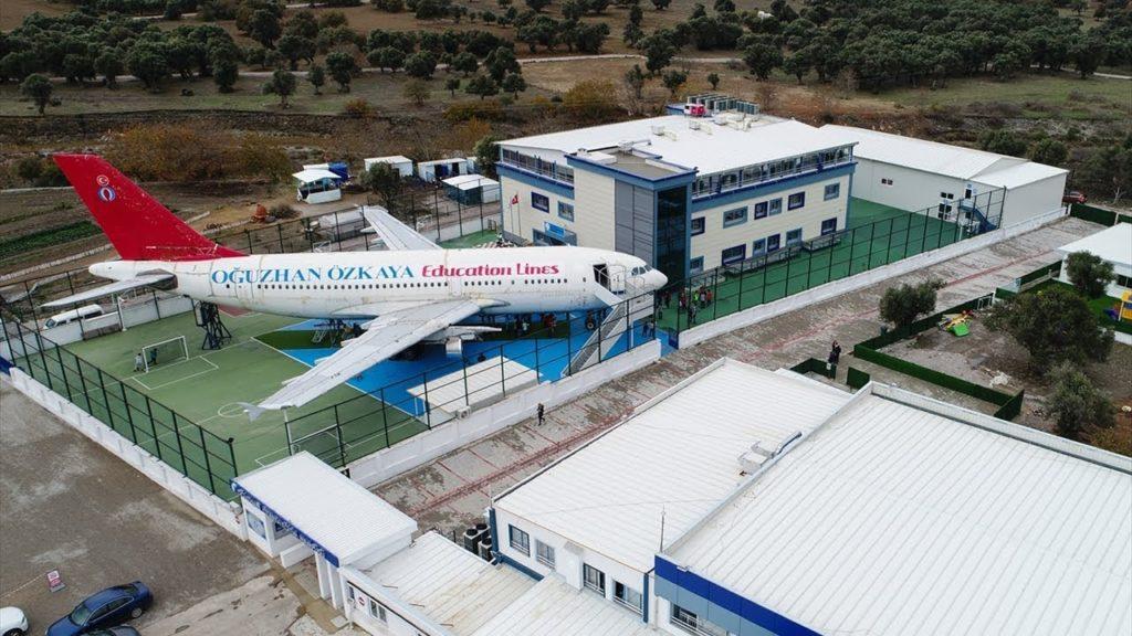 A Turkish school turns a plane into a classroom !!