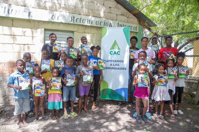 CAC entrega miles de útiles escolares