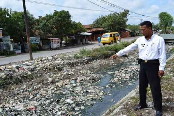 sungai di gunungjati cirebon penuh sampah