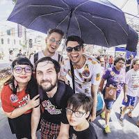 Foto no protesto pelo #EleNão que participei com família e amigos gays.
