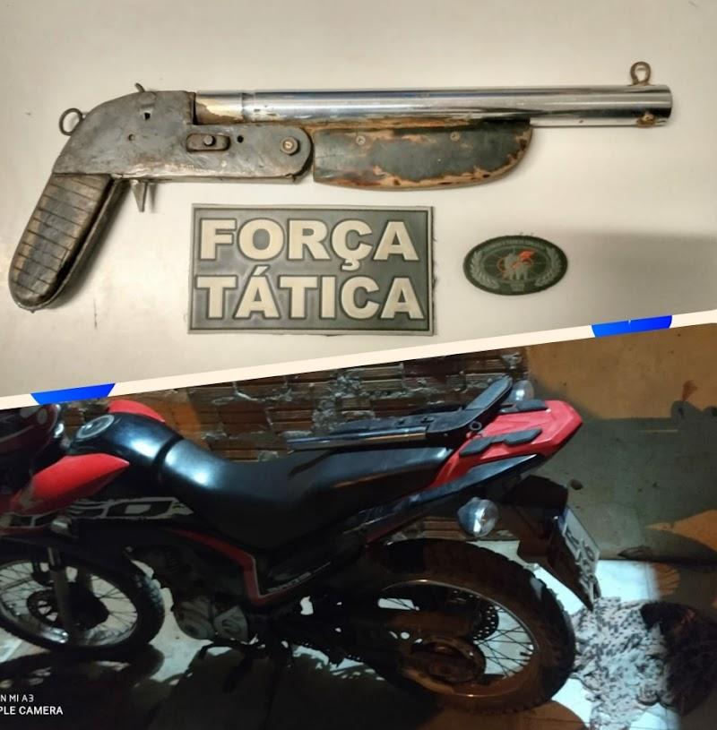 Polícia Militar recupera moto roubada em Pedreiras e apreende arma de fogo.