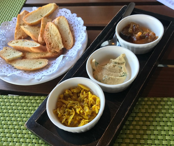 Le Fangourin, Mauritius, croutons, pickles