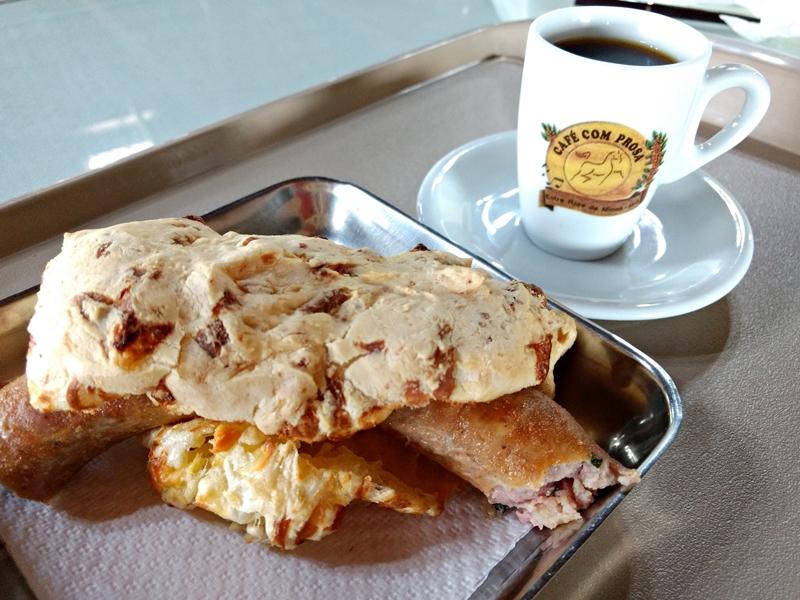 Café com `Prosa, Minas Gerais: famoso pão de queijo canastra com linguiça artesanal