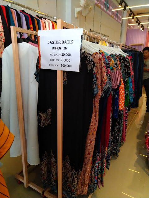 Belanja Fashion Murah di Pontianak Pop Up Parit Mayor Jawabannya