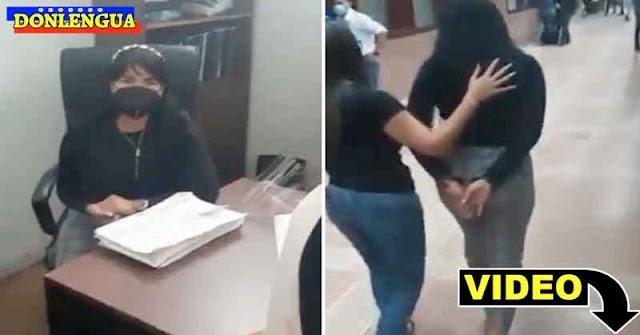 A UNA SOLA? | Video de la detención de una secretaria del Palacio de Justicia