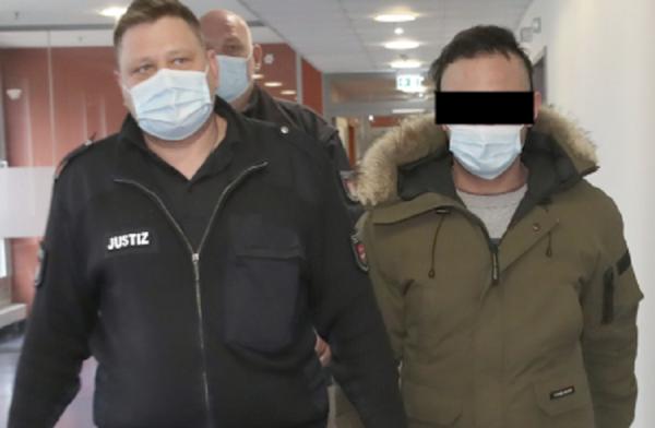 Allemagne: Deux Syriens, Ahmad H. (26 ans) et son ami Bashir Y. (26 ans) battent violemment le ventre de Samuela A. (18 ans) pour tuer son enfant à naître