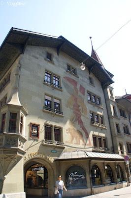 Particolare casa dipinta nel centro di Berna