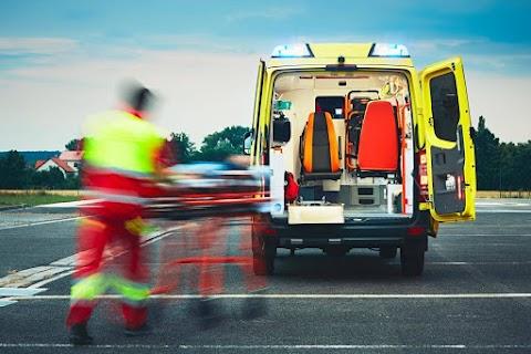 Ketten megsérültek: összeütközött két motoros és egy autó Balatonszárszónál