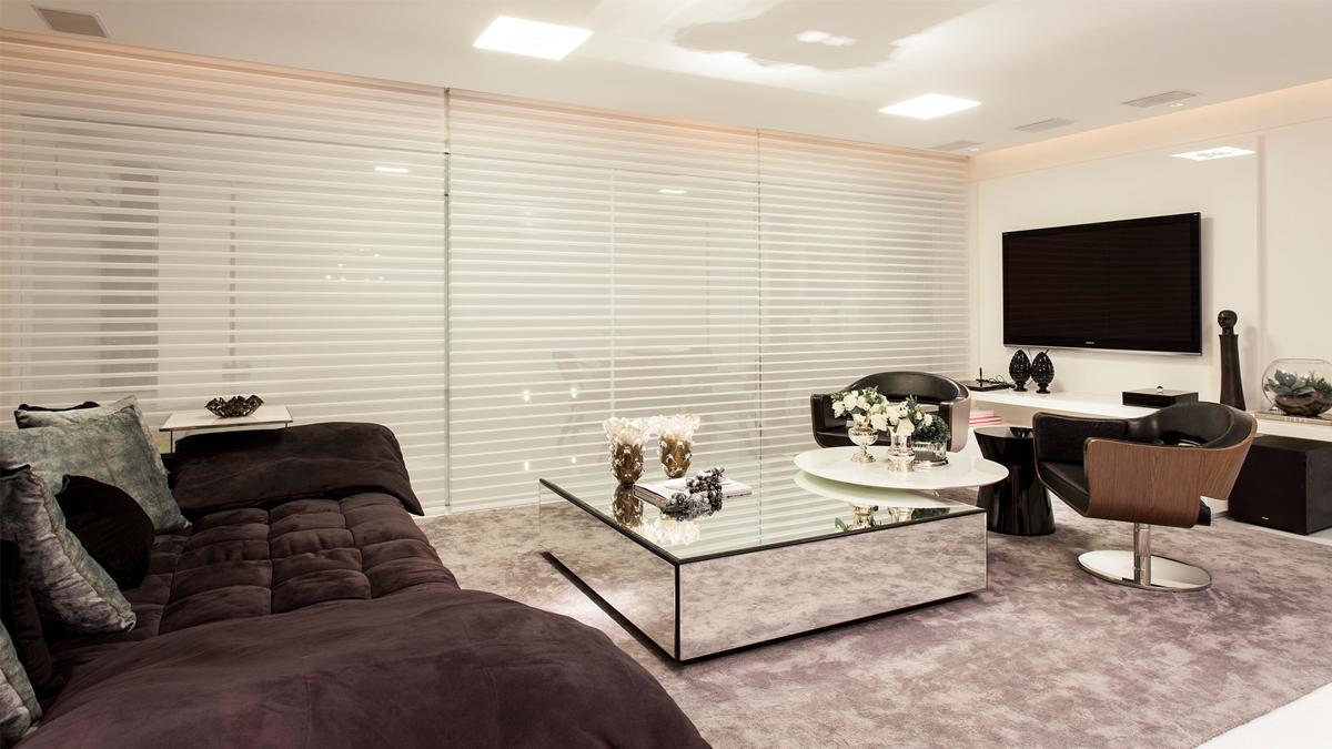 Sala de tv com layout diferenciado  ótima ideia para salas grandes e