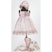 fd9fd752041 Βαπτιστικά ρούχα φλοράλ για κορίτσι. Φόρεμα από μεταξωτή μουσελίνα φλοράλ  σε ροζ αποχρώσεις, με βολάν στο τελείωμα. Μπολερώ ιβουάρ με μπουτονιέρα και  ...