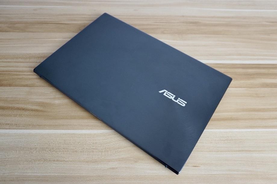 ASUS Zenbook 13 OLED UM325 Review: Design and Build