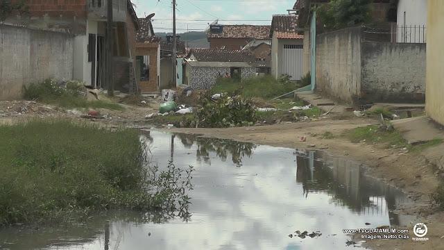 Moradores da Nova Goiana reclamam de serviço de Saneamento