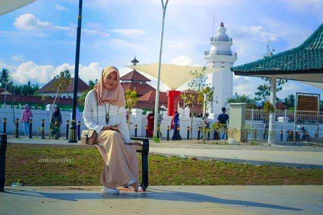 banten great mosque  is tourist destination in banten