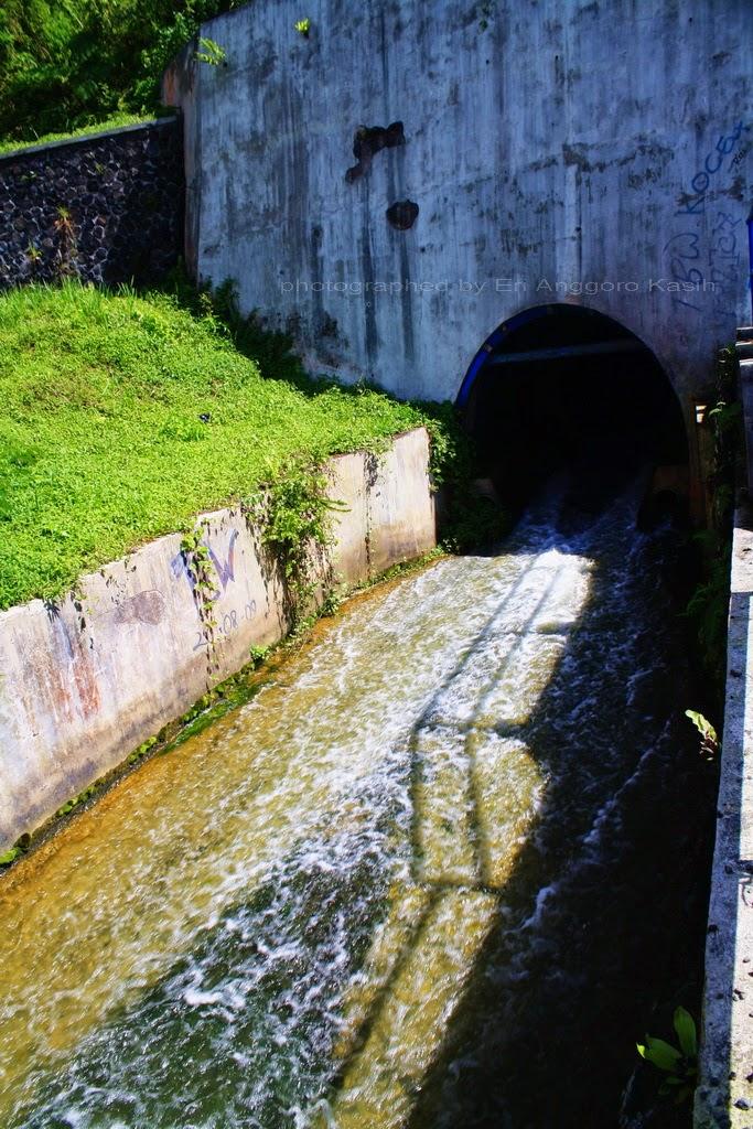 Terowongan air dari kawah Gn. Galunggung
