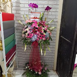 bunga standing pernikahan sidoarjo