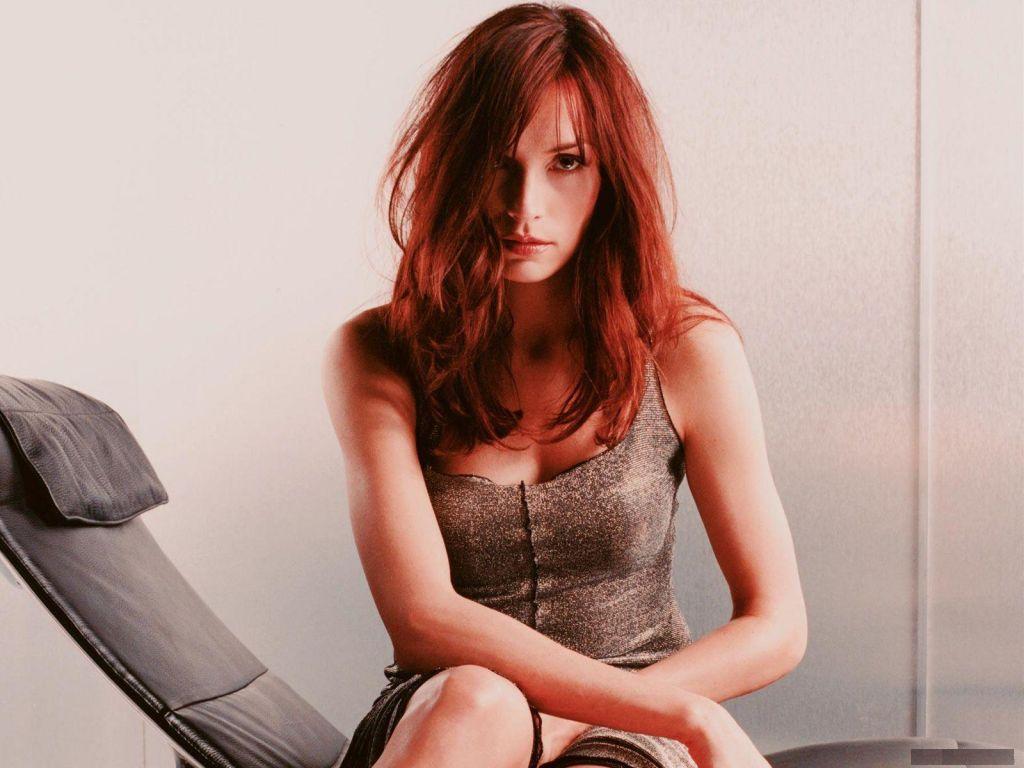 https://1.bp.blogspot.com/-E_VolZVYPeM/TdV_ZeNceEI/AAAAAAAACyo/etNCpw1GfR4/s1600/Famke-Janssen-sexy.jpg