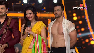 Karishma Tanna in Wet Yellow Saree on Stage Dance performence (46).jpg