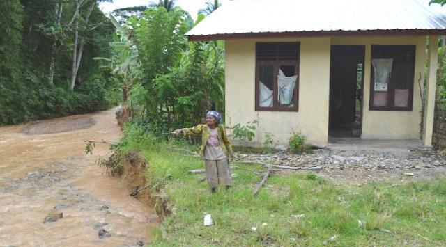 Dua Rumah Warga Nagan Raya Amblas ke Sungai Diterjang Erosi