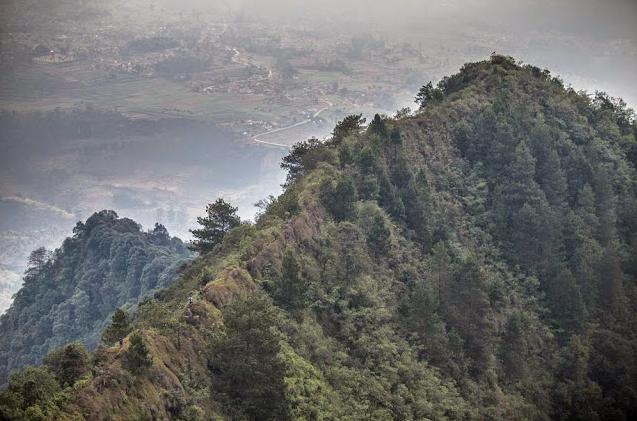 Pesona Keindahan dan Tantangan Mendaki di Gunung Rakutak