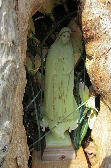 Figurka Matki Boskiej.