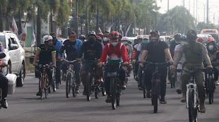 Hari Perdana, Hendy Tinjau Pasar Tanjung dan Mangli Bagikan Masker