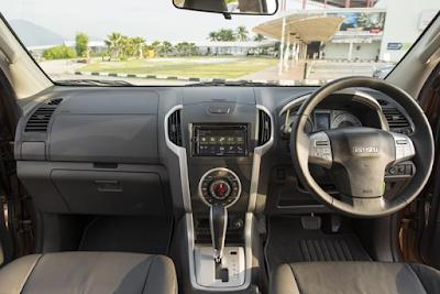Interior Dashboard Isuzu MU-X