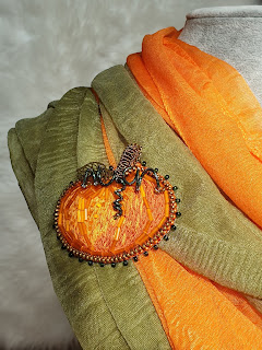 Pumpkin embroidered zipper brooch