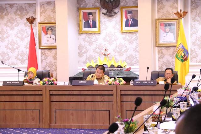 Viral Petang (16/03/2020) Bandar lampung -- Pemerintah Provinsi Lampung menggelar rapat tindak lanjut Pemerintah Daerah atas diumumkannya Covid-19 sebagai bencana nasional non alam oleh Pemerintah Pusat. Rapat digelar di Ruang Rapat Utama Kantor Gubernur Lampung, Senin (16/03).