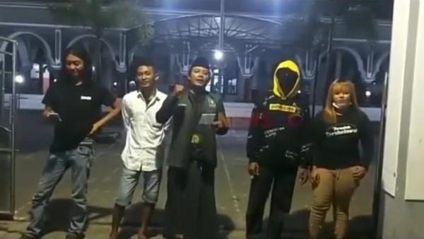 Viral Seorang Warga Situbondo Tolak Penutupan Masjid Saat PPKM Darurat