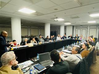 صورة للمشاركين في اليوم الدراسي من داخل القاعة