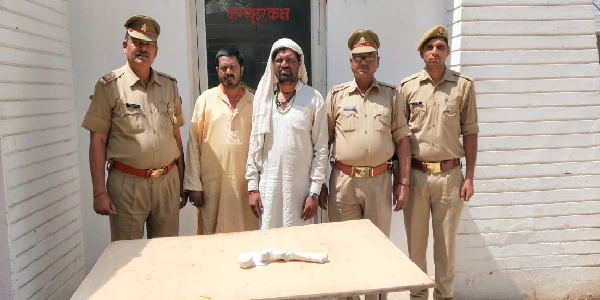 Dhokadhadi-ka-lootne-vale-baba-ko-police-ne-pahuchaya-salakho-ke-peeche