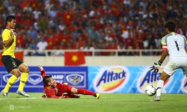 Quang Hải mở tỉ số trận đấu với cú vô lê đẹp mắt